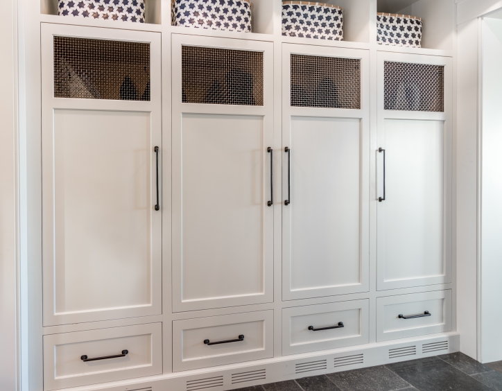 SPRAY FINISHED LOCKERS